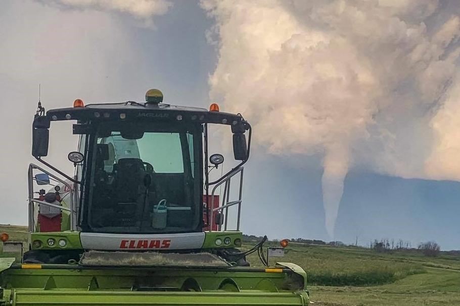 Un village du Manitoba pleure les deux victimes de la tornade