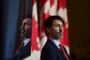Vaccination | Justin Trudeau balaie les critiques de Doug Ford