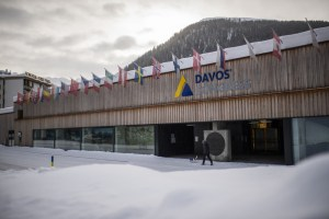 Forum économique mondial de Davos | Pandémie, «virus des inégalités» et rebond chinois au menu