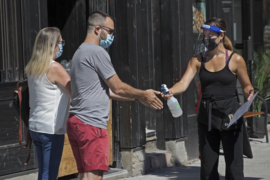Sondage | Les Canadiens très favorables au masque dans les lieux publics