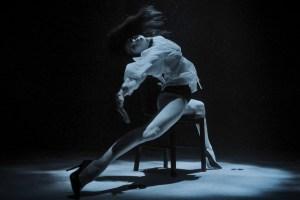 Rendre les danseurs «aquatiques», le défi d'un apnéiste