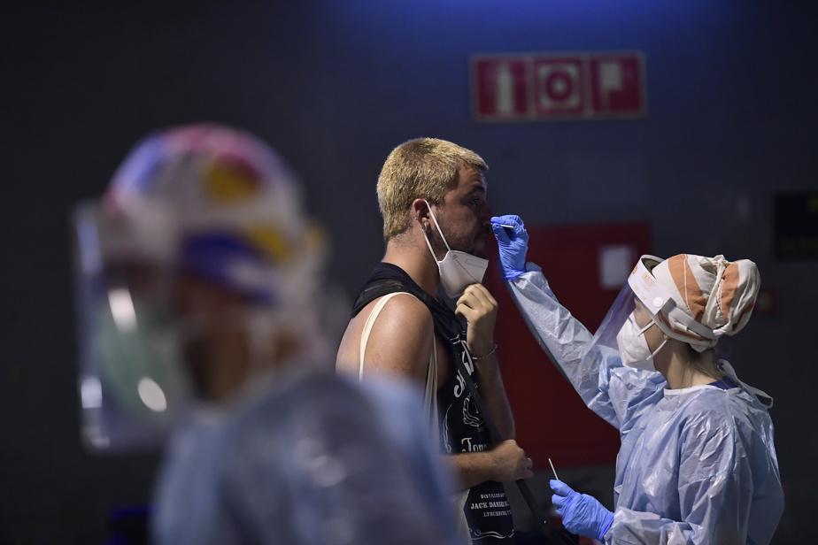 COVID-19 | Les contaminations explosent en Espagne, notamment chez les jeunes