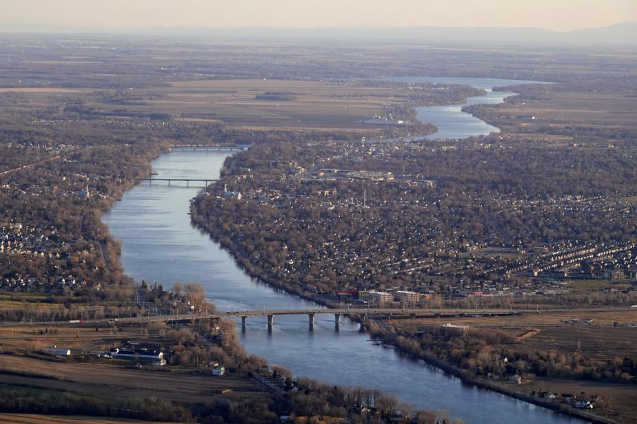 Déversement de produits pétroliers dans la rivière Richelieu après un accident