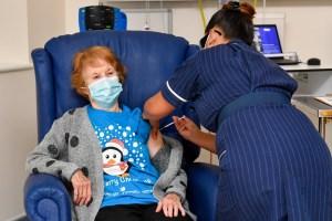 COVID-19 | Margaret Keenan, presque 91 ans, première Occidentale vaccinée