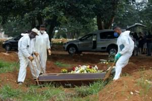 Débordé, le Brésil bat son record journalier de morts avec 1972