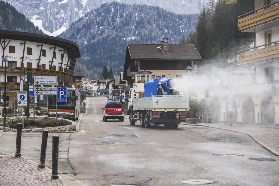 Des canons à neige pour désinfecter les villages italiens