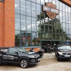 Jeep® und Fiat halten Harley-Davidson Fahrer mobil
