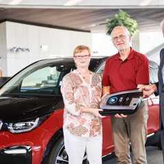 BMW übergibt BMW i3s an glückliche Tombola-Gewinner