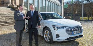 Bayerische Staatskanzlei fährt Audi e-tron Probe