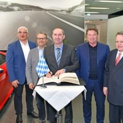 Bayerischer Wirtschaftsminister Hubert Aiwanger bei Audi in Ingolstadt