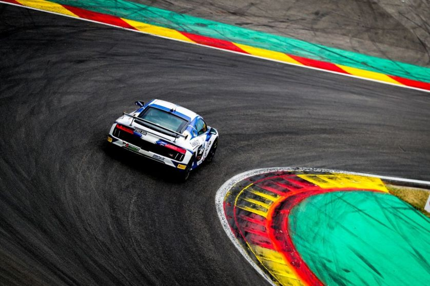 Sensationssieg des Audi R8 LMS GT4 in GT4 France