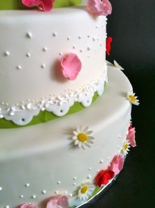 Torte-3Stock-Kamillenblueten1