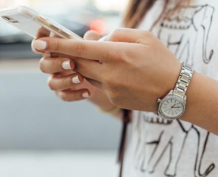 総務省が携帯料金値下げのため「eSIM」を普及へ