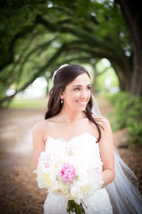 A radiant bride under the oaks