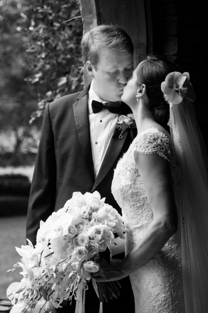 A stolen kiss on the wedding day