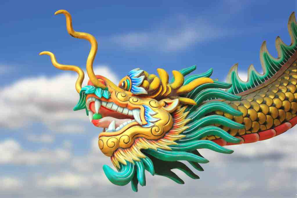 china dragon statue flying in the sky