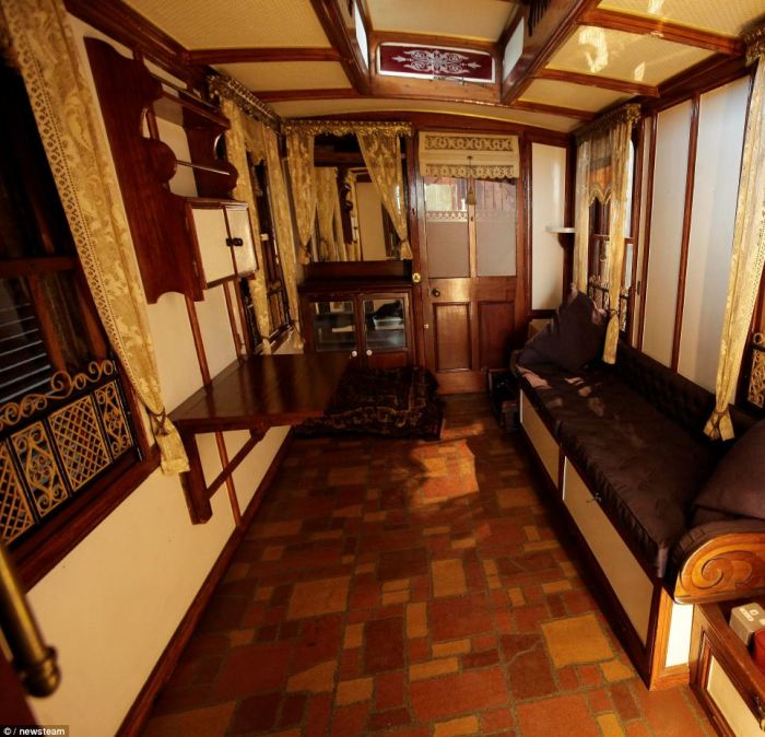 Vintage Mobile Home Restoration; Worlds Oldest Caravan