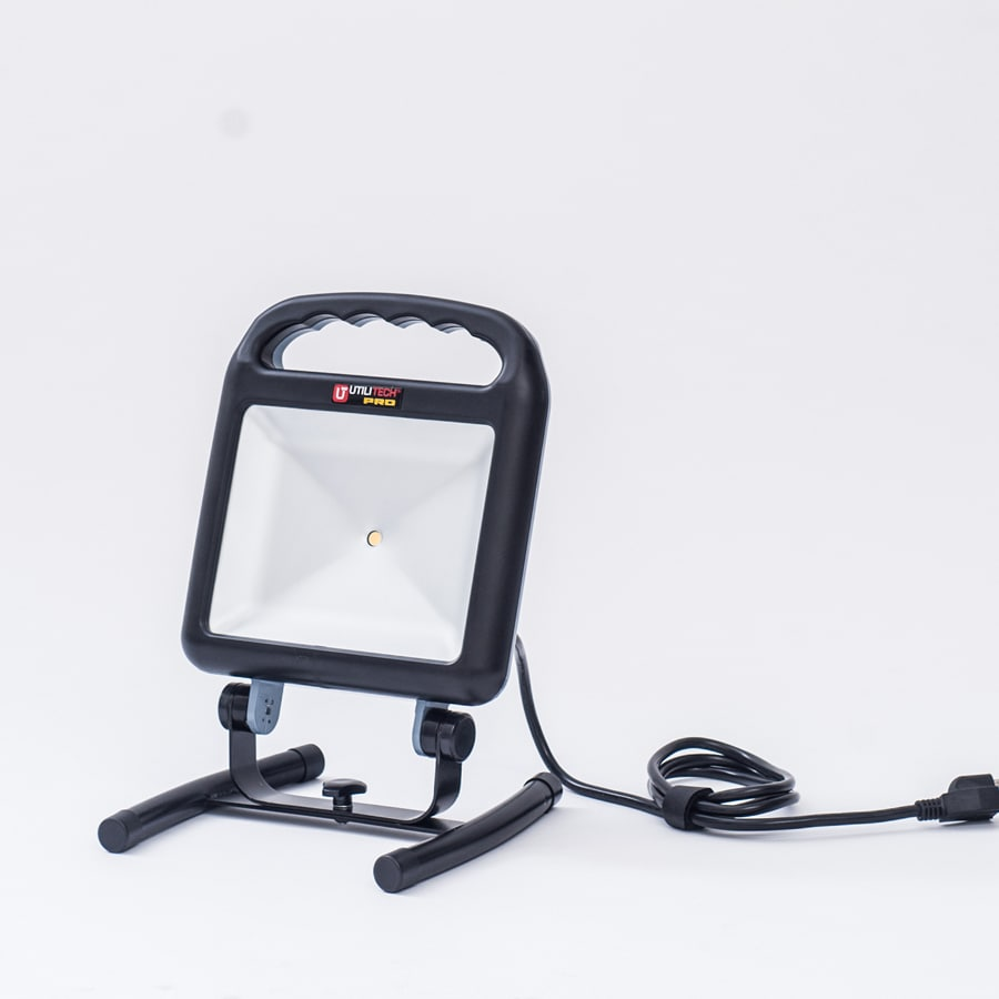 hight resolution of utilitech pro 1200 lumen led portable work light