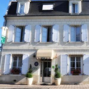 Chinon Hotels Deals At The 1 Hotel In Chinon France