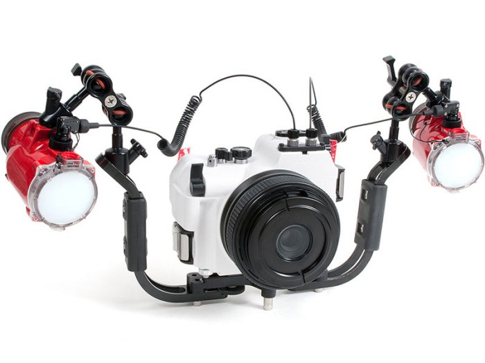 gf1-dual-lights Inon's surf and turf underwater case for the Panasonic DMC-GF1