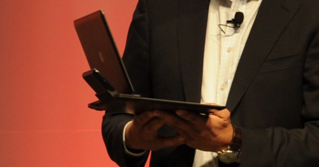 motorola-atrix-notebook-dock2-640x336 Game Changer: Motorola Atrix 4G Android smartphone with laptop dock