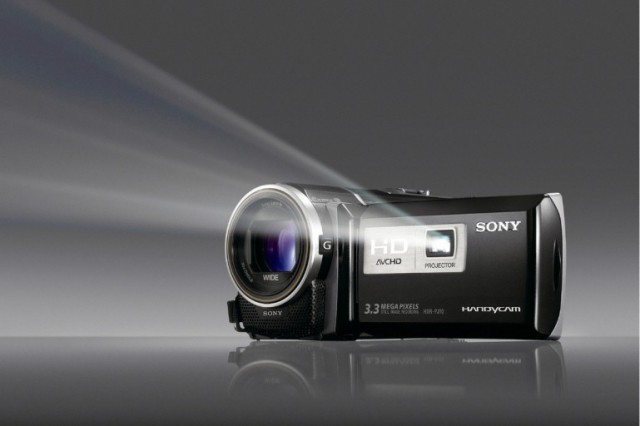 sonycamcorders-1-640x426 Sony brings 3D bloggie video camera and HD HandyCam with built-in projector to the masses