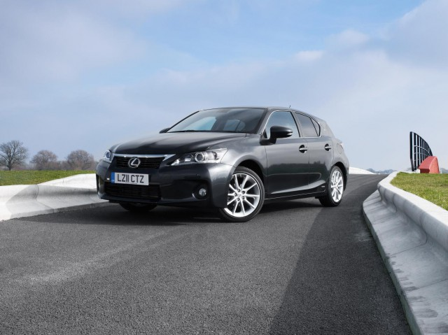 63388lex-640x479 Lexus CT 200h Hybrid Brings Down the Lexus Scale