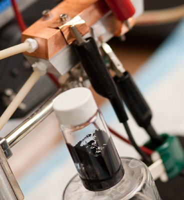 newbatteryde  New Liquid-Flow Battery Could Make Charging EVs as Quick as Pumping Gas