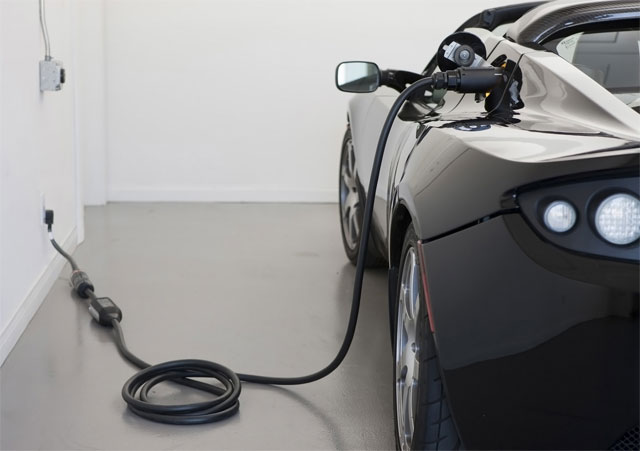 ev-charging Researchers predict gas prices will drive consumers to EVs