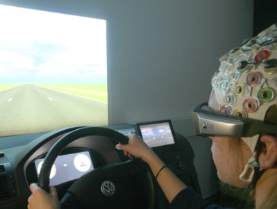 eeg-helmet Researchers use brain signals to brake your car 130ms faster