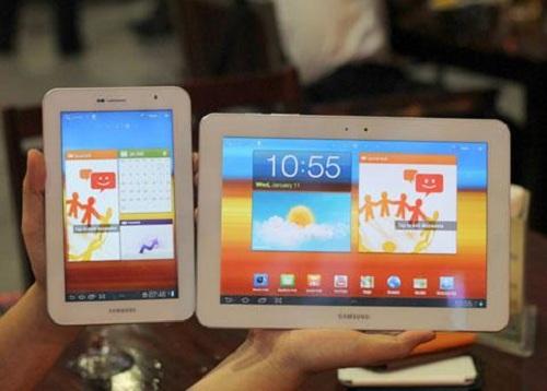 white-galaxy-tabs Samsung Galaxy Tab 10.1 And Galaxy Tab 7.0 Plus In White Emerge In Vietnam
