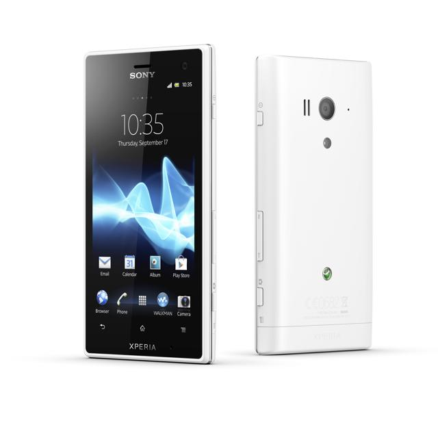 120530-xperia  Splish-Splash with Water-Resistant Sony XPERIA acro S Smartphone