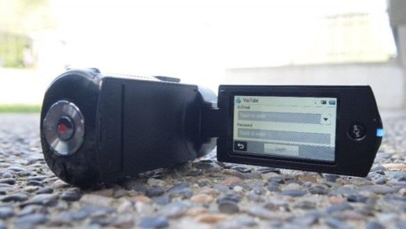 samcam-20-640x360 Review: Samsung HMX-QF20 HD Camcorder