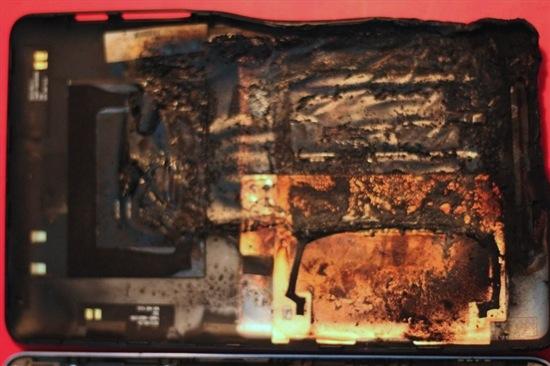 121113-nexus7a Nexus 7 Tablet Explodes, Melts, Looks Like Horse