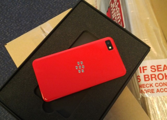 BlackBerry-Z10-Red-Limited-Edition-for-Devs-640x458 Limited Edition BlackBerry Z10 in Red