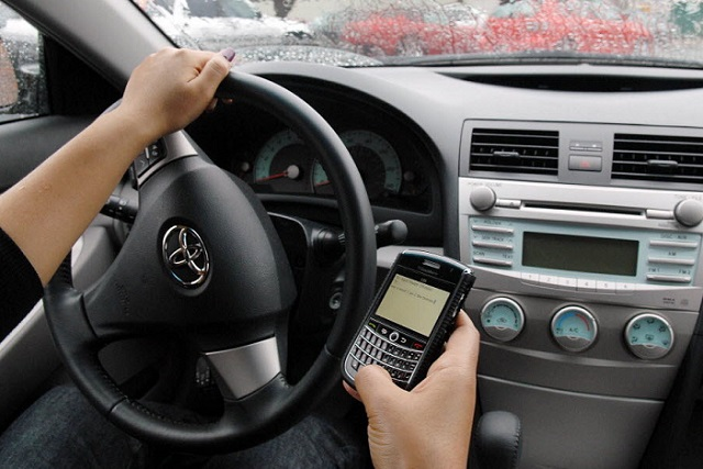 texting-while-driving Future Cars Might Stop You From Texting While Driving