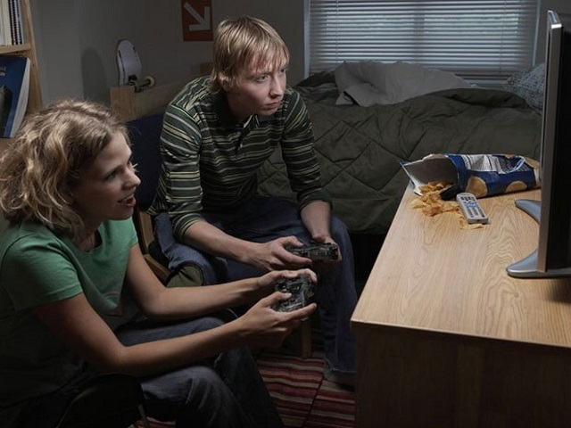 Video-games-make-players-eat-more Too Much Of Gaming Might Lead To Suicidal Thoughts, Says Study