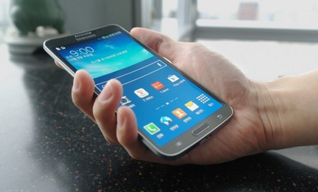 samsung-galaxy-round Samsung Galaxy Round Curved Smartphone Costs $1014 (Video)
