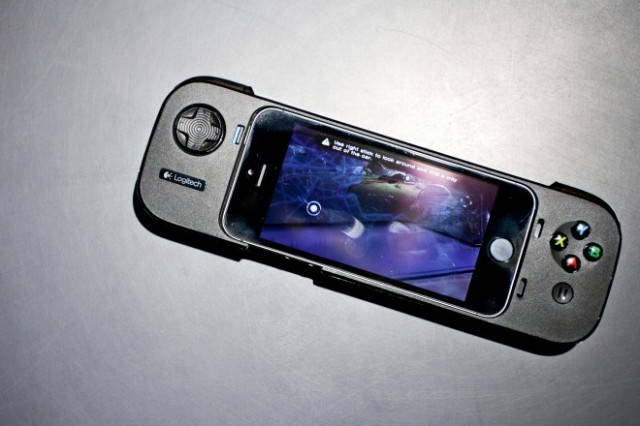 131120-logitech-640x426 Logitech Powershell: The First Official iPhone Game Controller