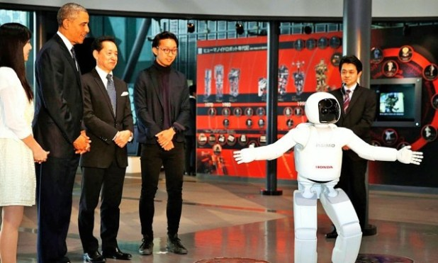 Robot-640x384 President Obama Plays Football with Japanese Robot (VIDEO)
