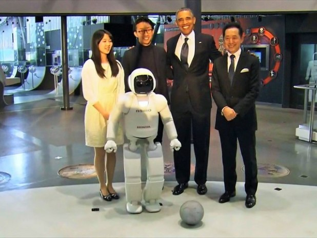 Robot4-640x480 President Obama Plays Football with Japanese Robot (VIDEO)