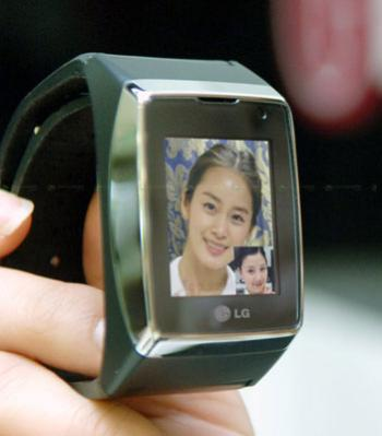 LG GD-910 watch phone