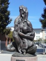 One of the many, just gorgeous statues you see all around Santa Cruz. Beautiful