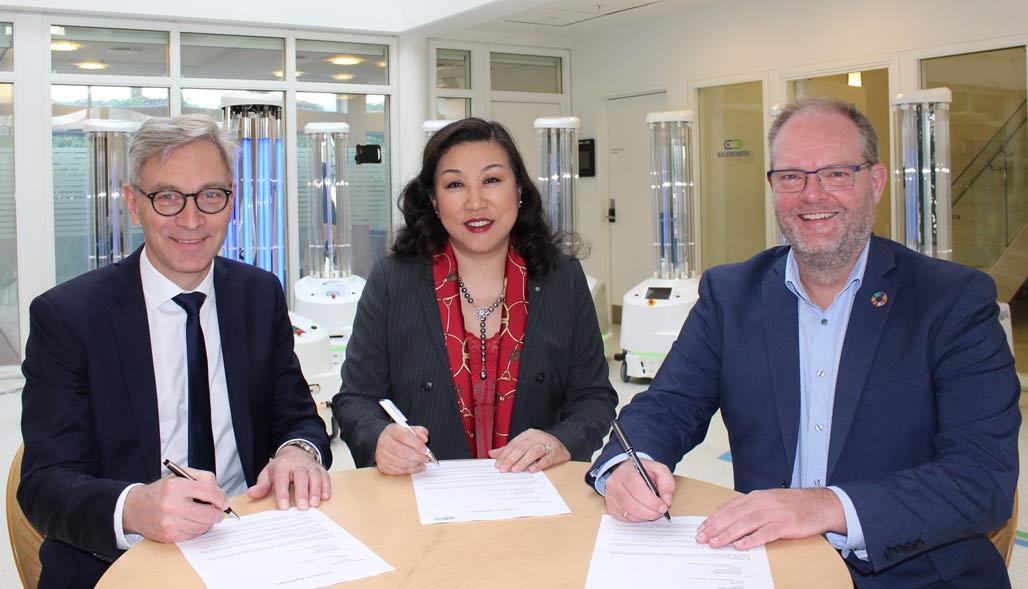 Executives sign agreement