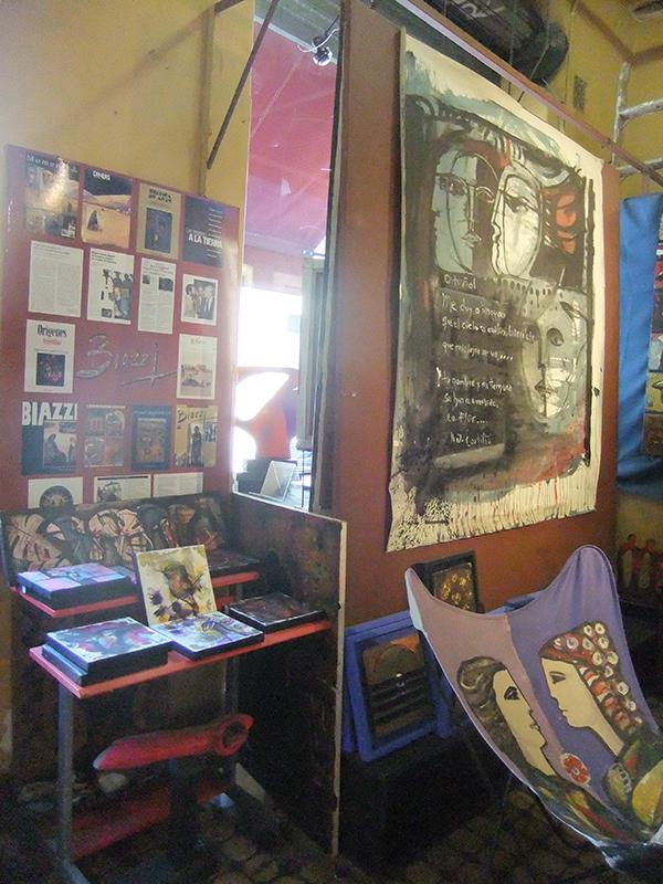 阿根廷的小丸子 瑪法達在古董街   mobileround