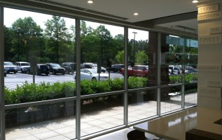 3 Advantages of Tinted Glass for Storefront Windows