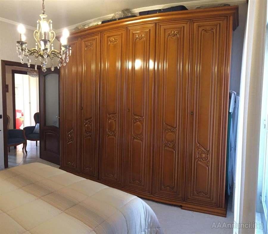 Letto imbottito in stile classico con capitonnè. Camera Da Letto Stile Classico In Legno In Ottime Condizioni Torino