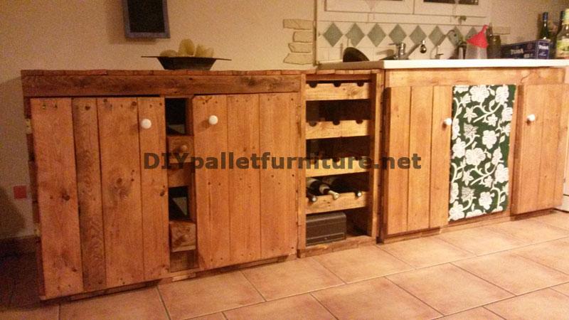 Cucina completamente arredata con palletMobili con Pallet  Mobili con Pallet