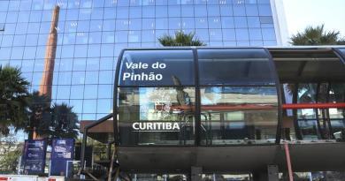 Estação-tubo Vale do Pinhão Avenida Iguaçu