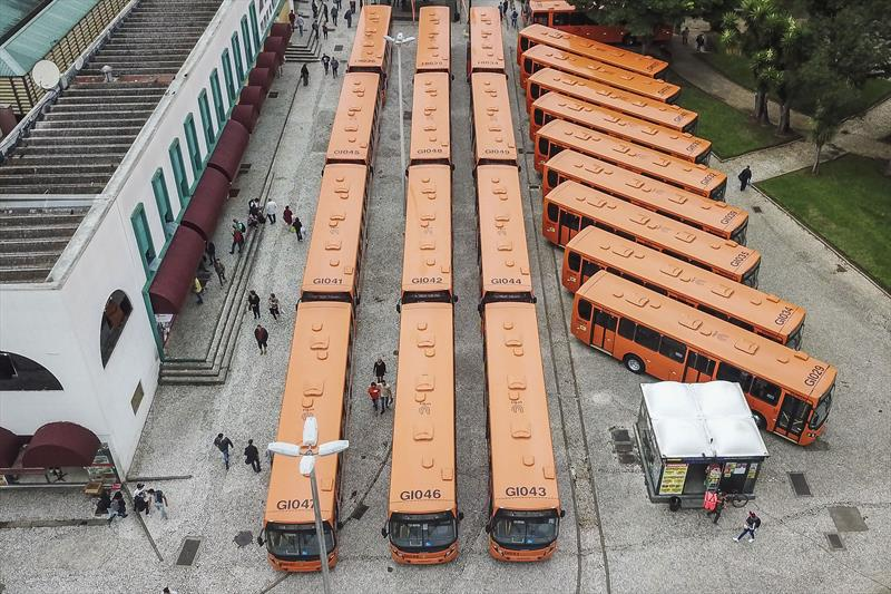 Novos ônibus na Praça Rui Barbosa